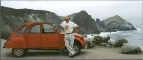 Mike and his 2CV on the Pacific coast, end of Route 66.